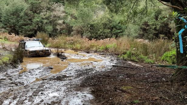 80-winching-out-of-big-bog-hole